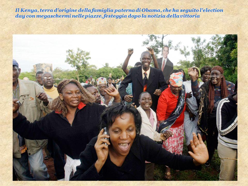 Il Kenya, terra dorigine della famiglia paterna di Obama, che ha seguito lelection day con megaschermi nelle piazze, festeggia dopo la notizia della v