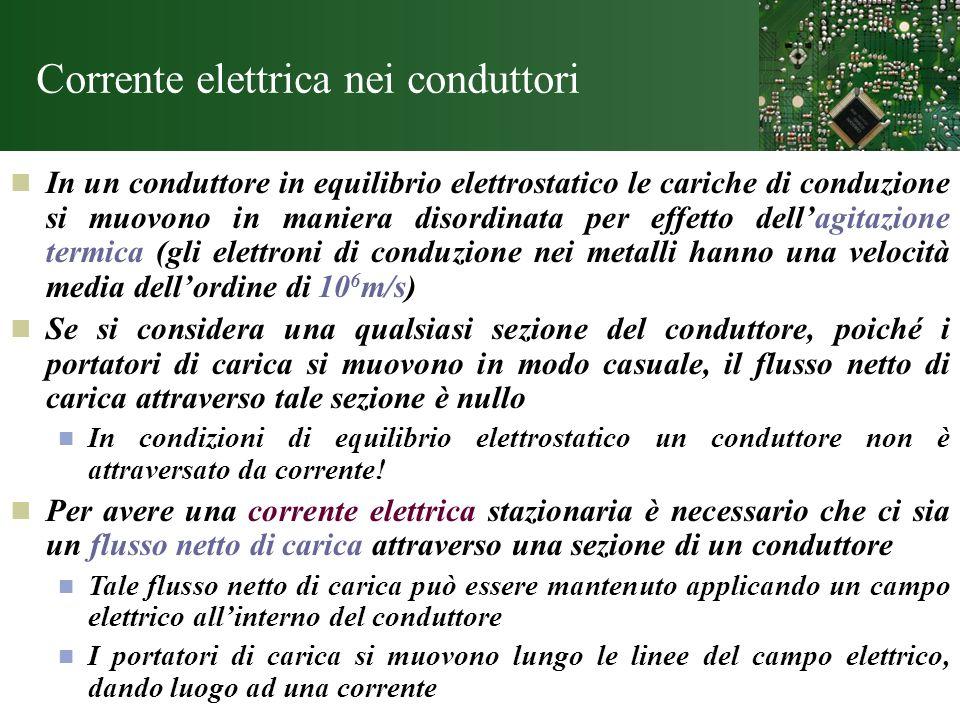 Corrente elettrica nei conduttori In un conduttore in equilibrio elettrostatico le cariche di conduzione si muovono in maniera disordinata per effetto