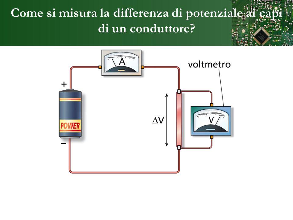 Come si misura la differenza di potenziale ai capi di un conduttore?