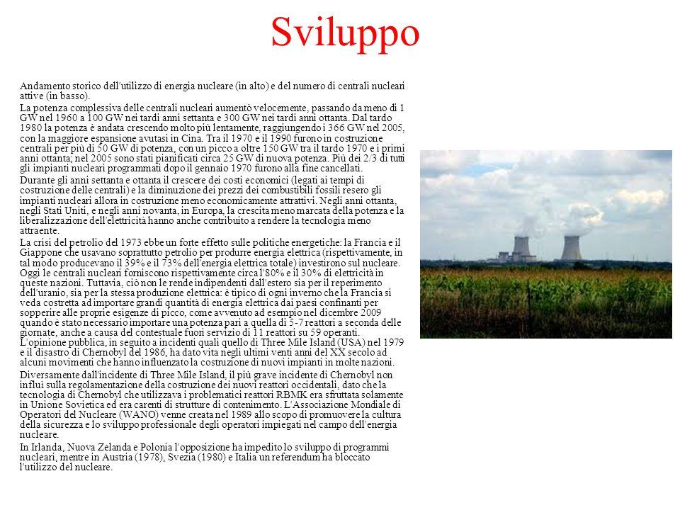 Sviluppo Andamento storico dell'utilizzo di energia nucleare (in alto) e del numero di centrali nucleari attive (in basso). La potenza complessiva del
