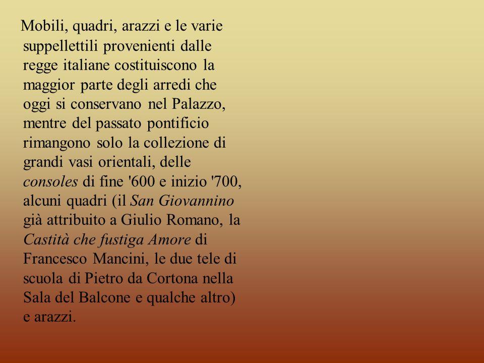 Mobili, quadri, arazzi e le varie suppellettili provenienti dalle regge italiane costituiscono la maggior parte degli arredi che oggi si conservano ne