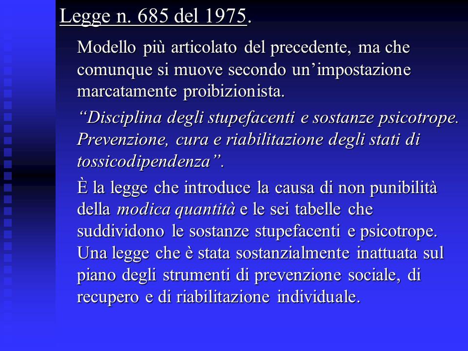 Legge n. 685 del 1975. Modello più articolato del precedente, ma che comunque si muove secondo unimpostazione marcatamente proibizionista. Disciplina