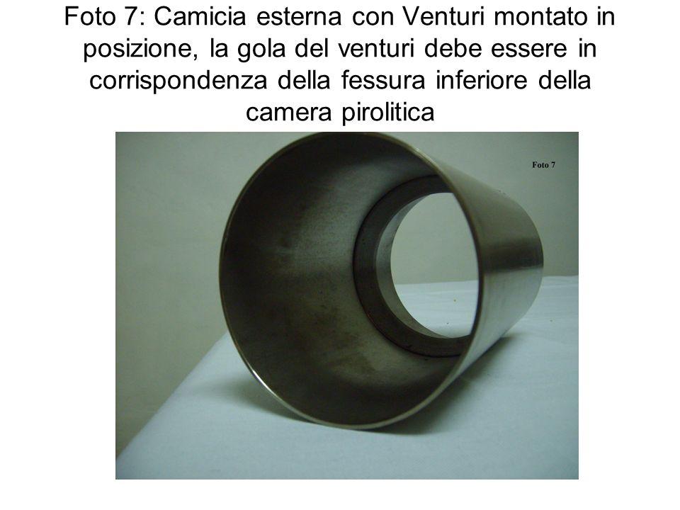Foto 7: Camicia esterna con Venturi montato in posizione, la gola del venturi debe essere in corrispondenza della fessura inferiore della camera pirol