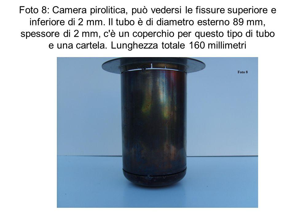 Foto 8: Camera pirolitica, può vedersi le fissure superiore e inferiore di 2 mm. Il tubo è di diametro esterno 89 mm, spessore di 2 mm, c'è un coperch