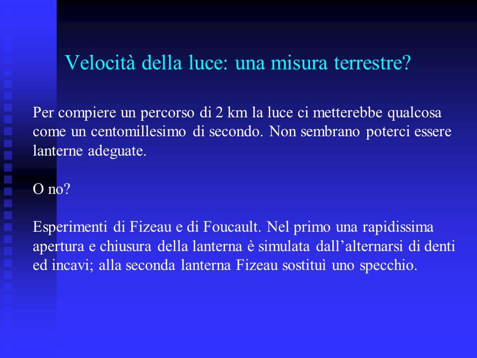 Velocità della luce: una misura terrestre? Per compiere un percorso di 2 km la luce ci metterebbe qualcosa come un centomillesimo di secondo. Non semb