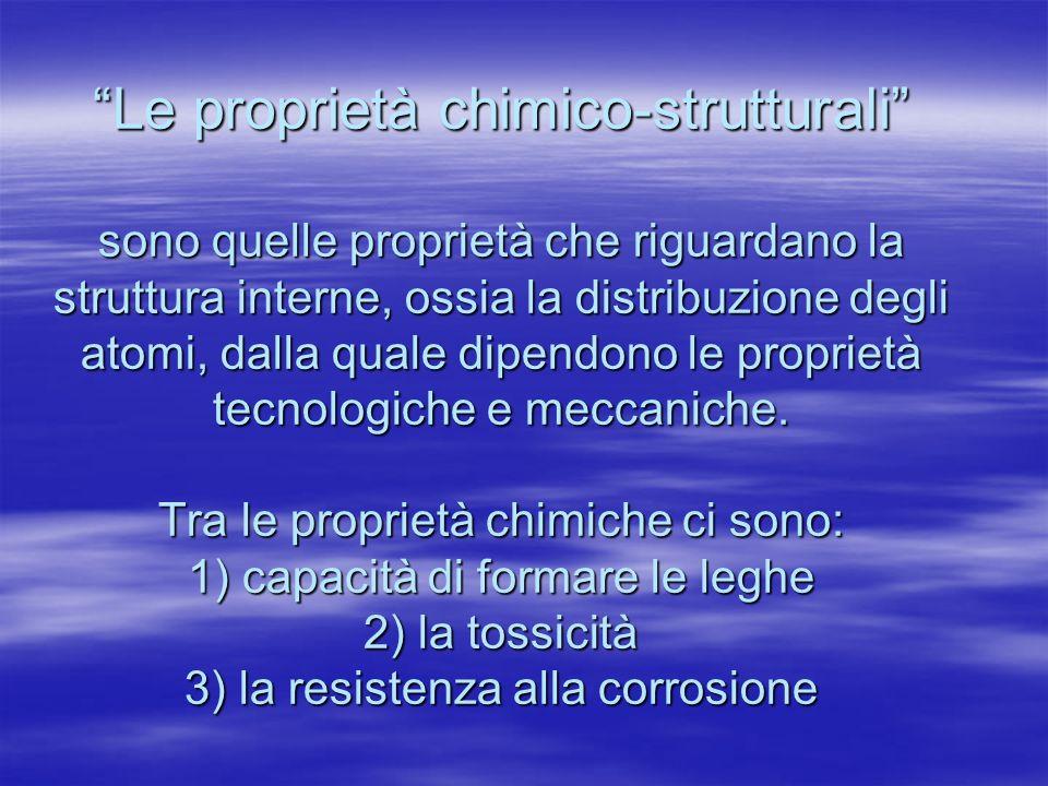 Le proprietà chimico-strutturali sono quelle proprietà che riguardano la struttura interne, ossia la distribuzione degli atomi, dalla quale dipendono