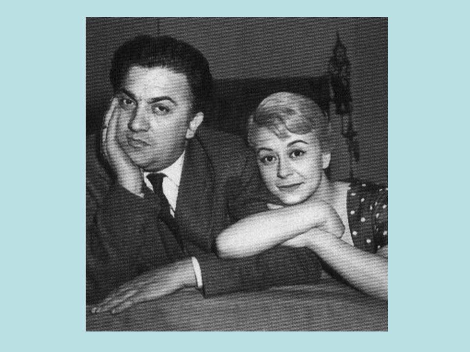 Federico Fellini è stato un celebre regista e sceneggiatore italiano. Nacque il 20 gennaio del 1920 a Rimini da una famiglia borghese e morì a Roma il