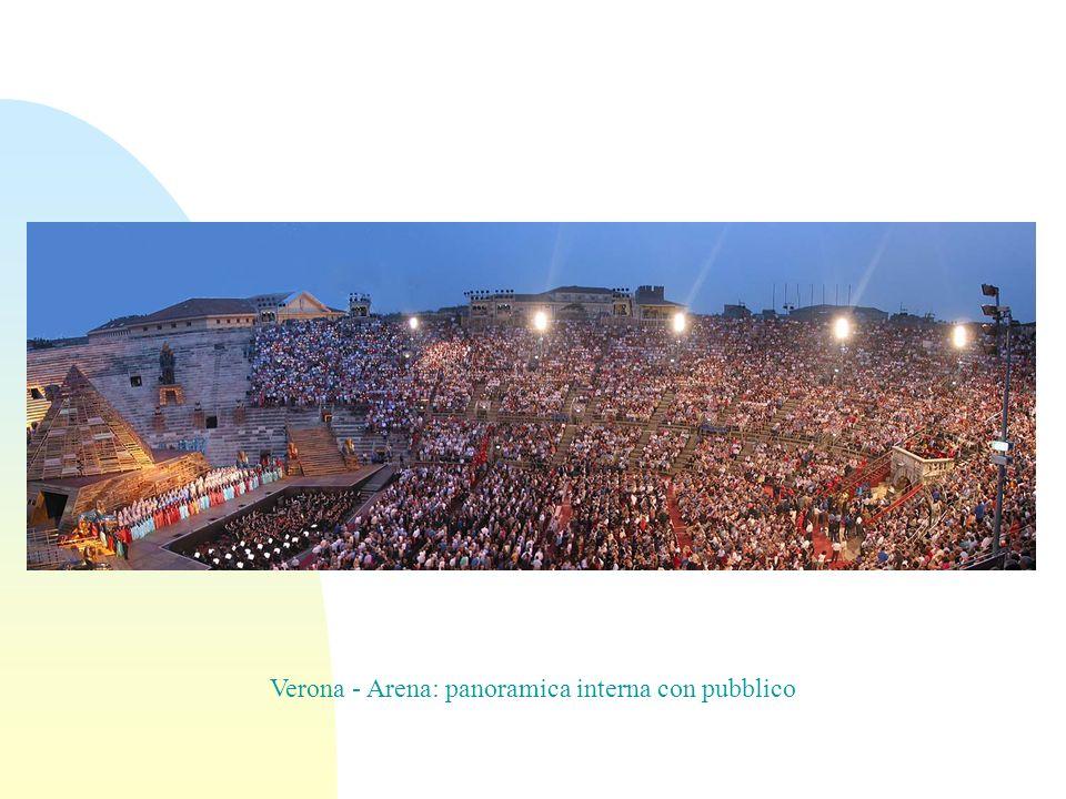 Verona - Arena: panoramica interna con pubblico