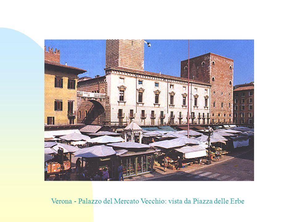 Verona - Palazzo del Mercato Vecchio: vista da Piazza delle Erbe