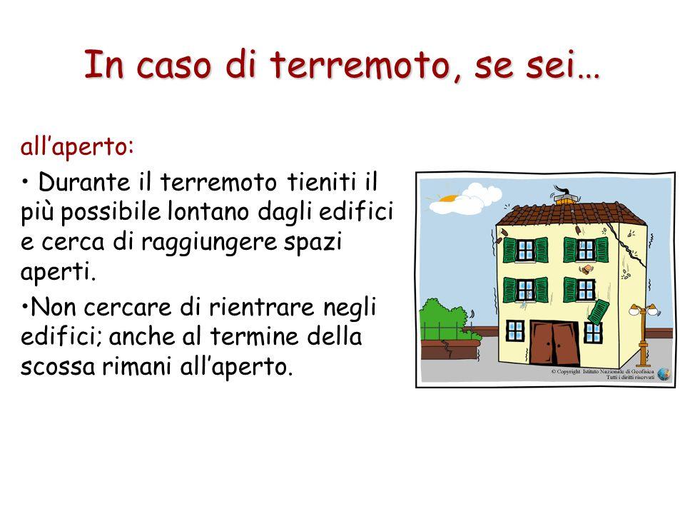 In caso di terremoto, se sei… allaperto: Durante il terremoto tieniti il più possibile lontano dagli edifici e cerca di raggiungere spazi aperti. Non