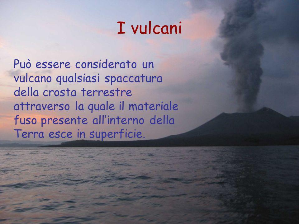 Può essere considerato un vulcano qualsiasi spaccatura della crosta terrestre attraverso la quale il materiale fuso presente allinterno della Terra es
