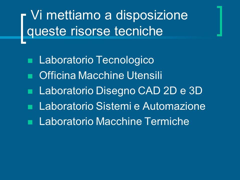 Studio e analisi dei materiali Laboratorio Tecnologico: uno studente al lavoro con un microdurometro.
