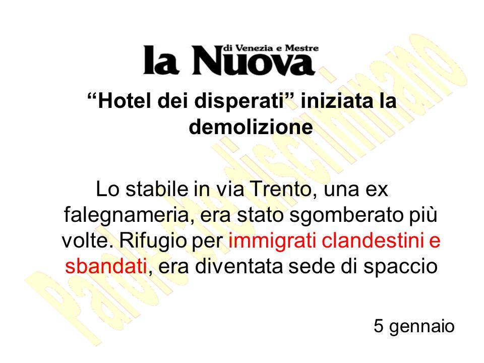 Hotel dei disperati iniziata la demolizione Lo stabile in via Trento, una ex falegnameria, era stato sgomberato più volte.