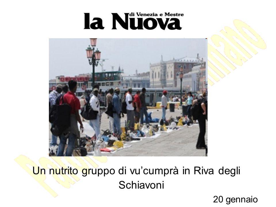 Un nutrito gruppo di vucumprà in Riva degli Schiavoni 20 gennaio