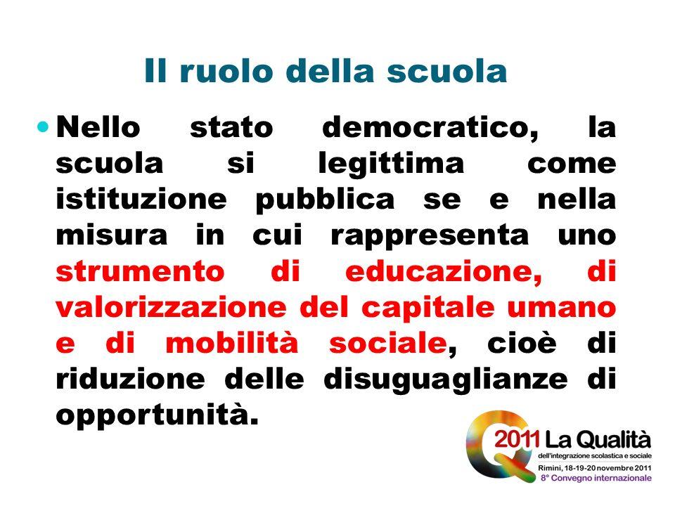 Il ruolo della scuola Nello stato democratico, la scuola si legittima come istituzione pubblica se e nella misura in cui rappresenta uno strumento di