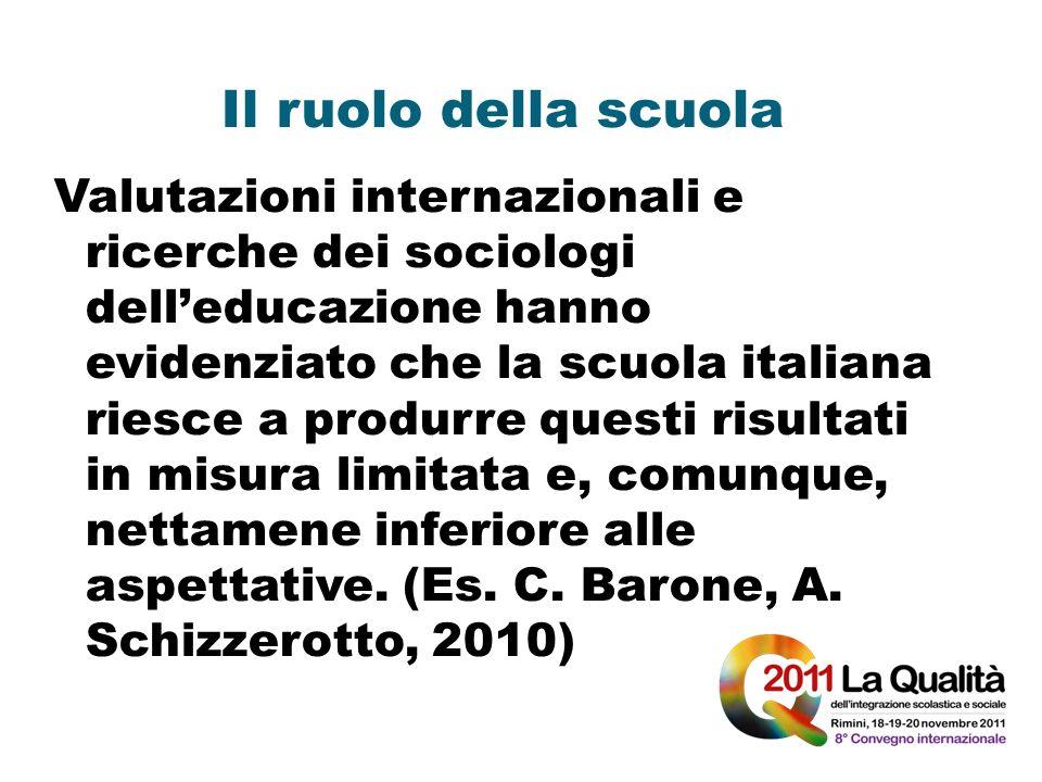 Il ruolo della scuola Valutazioni internazionali e ricerche dei sociologi delleducazione hanno evidenziato che la scuola italiana riesce a produrre qu