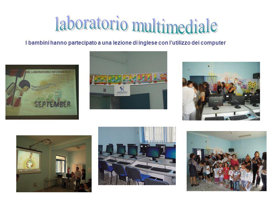 I bambini hanno partecipato a una lezione di inglese con lutilizzo dei computer