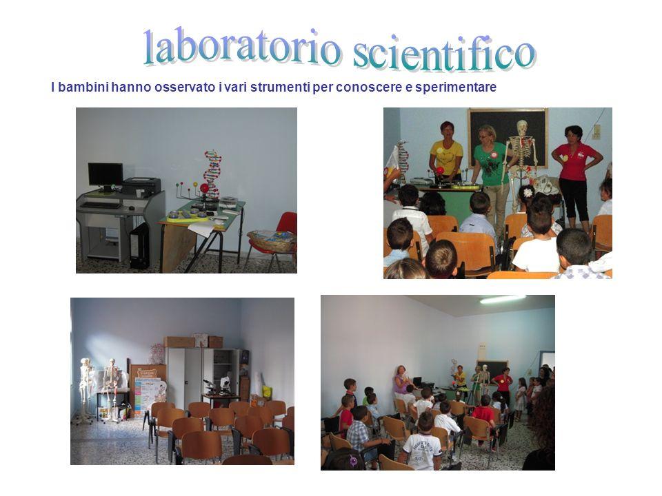 I bambini hanno osservato i vari strumenti per conoscere e sperimentare