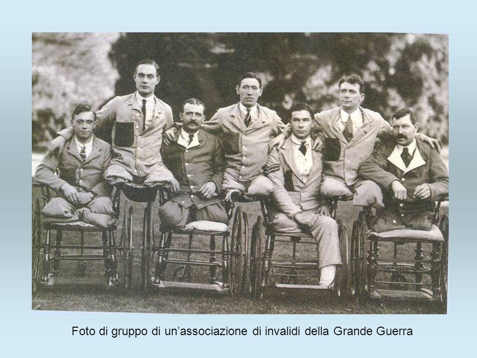 Foto di gruppo di unassociazione di invalidi della Grande Guerra