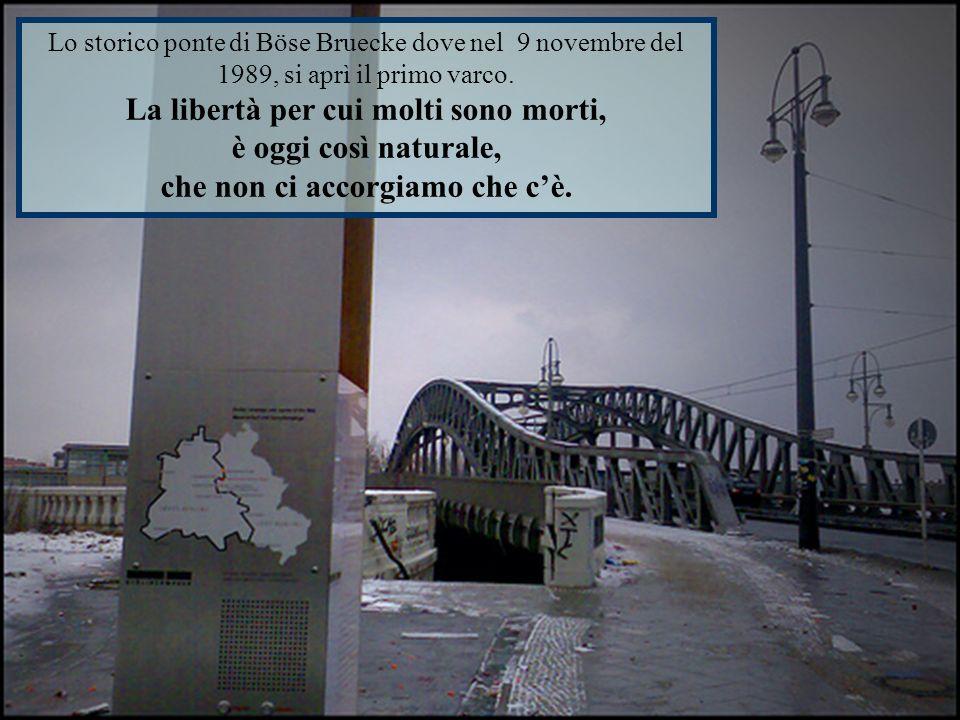 Lo storico ponte di Böse Bruecke dove nel 9 novembre del 1989, si aprì il primo varco.
