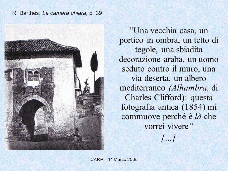 CARPI - 11 Marzo 2005 Una vecchia casa, un portico in ombra, un tetto di tegole, una sbiadita decorazione araba, un uomo seduto contro il muro, una vi