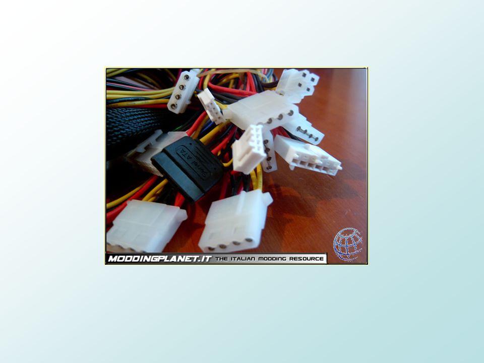 Collegamenti interni di un computer Gran parte dei collegamenti interni di un pc avviene tramite luso di appositi cavi definiti molex i quali si snoda