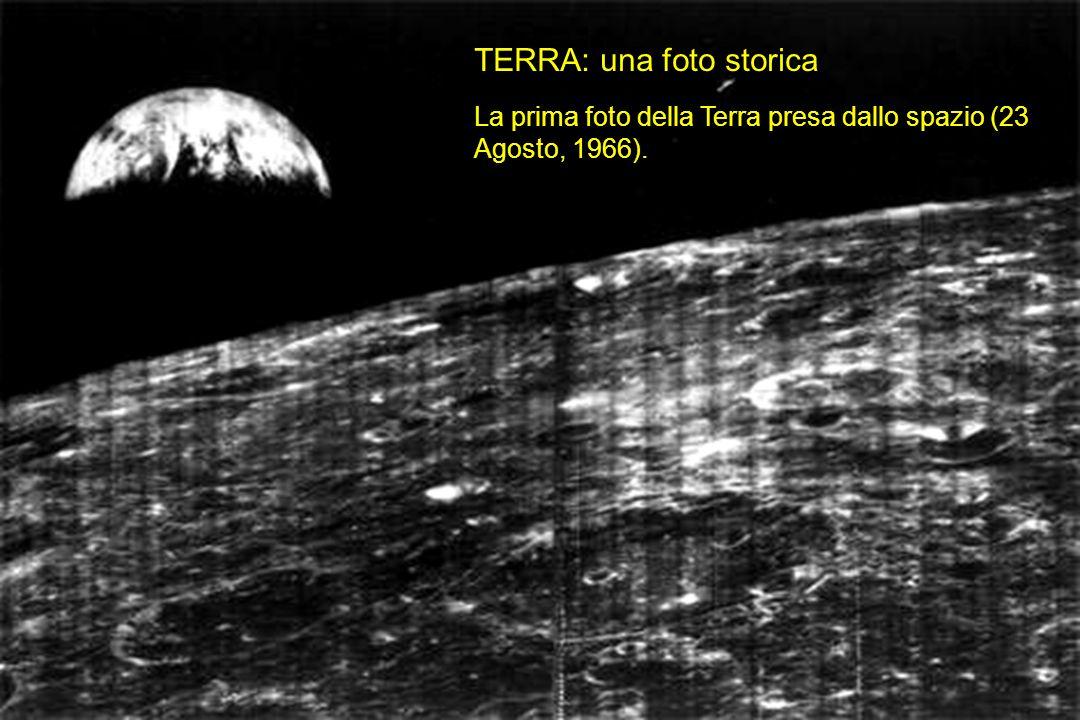 TERRA: una foto storica La prima foto della Terra presa dallo spazio (23 Agosto, 1966).