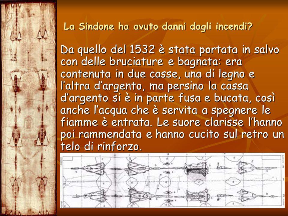 Da quello del 1532 è stata portata in salvo con delle bruciature e bagnata: era contenuta in due casse, una di legno e laltra dargento, ma persino la