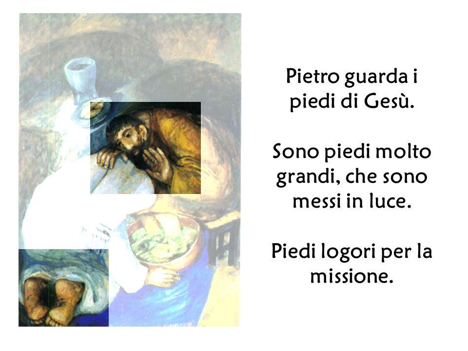 Pietro guarda i piedi di Gesù. Sono piedi molto grandi, che sono messi in luce. Piedi logori per la missione.