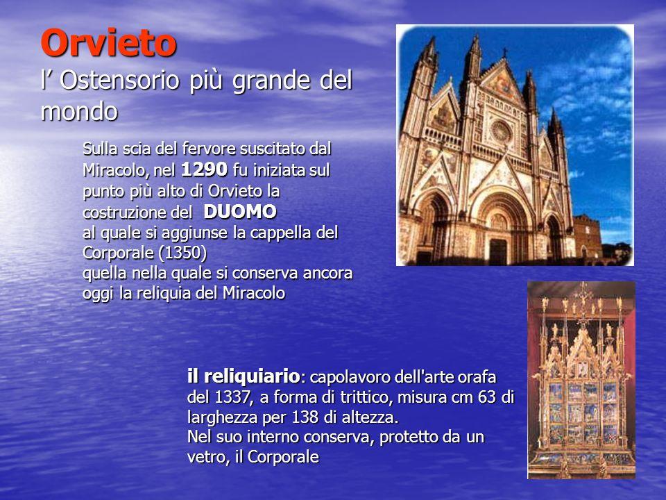 Orvieto l Ostensorio più grande del mondo il reliquiario : capolavoro dell'arte orafa del 1337, a forma di trittico, misura cm 63 di larghezza per 138