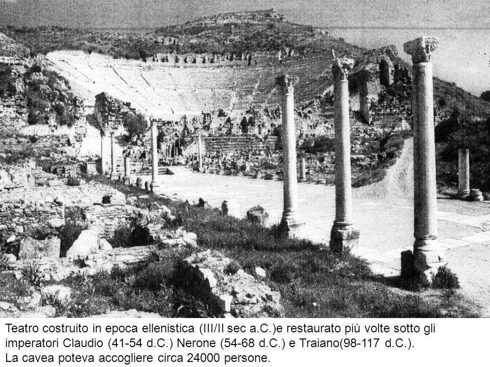 Teatro costruito in epoca ellenistica (III/II sec a.C.)e restaurato più volte sotto gli imperatori Claudio (41-54 d.C.) Nerone (54-68 d.C.) e Traiano(