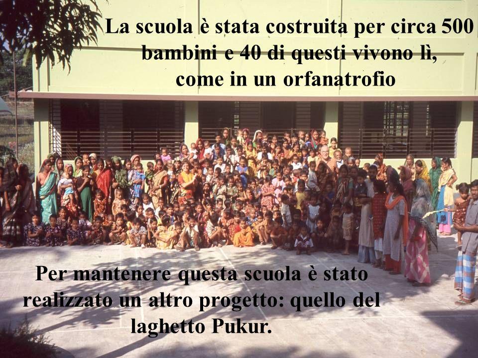 La scuola è stata costruita per circa 500 bambini e 40 di questi vivono lì, come in un orfanatrofio Per mantenere questa scuola è stato realizzato un