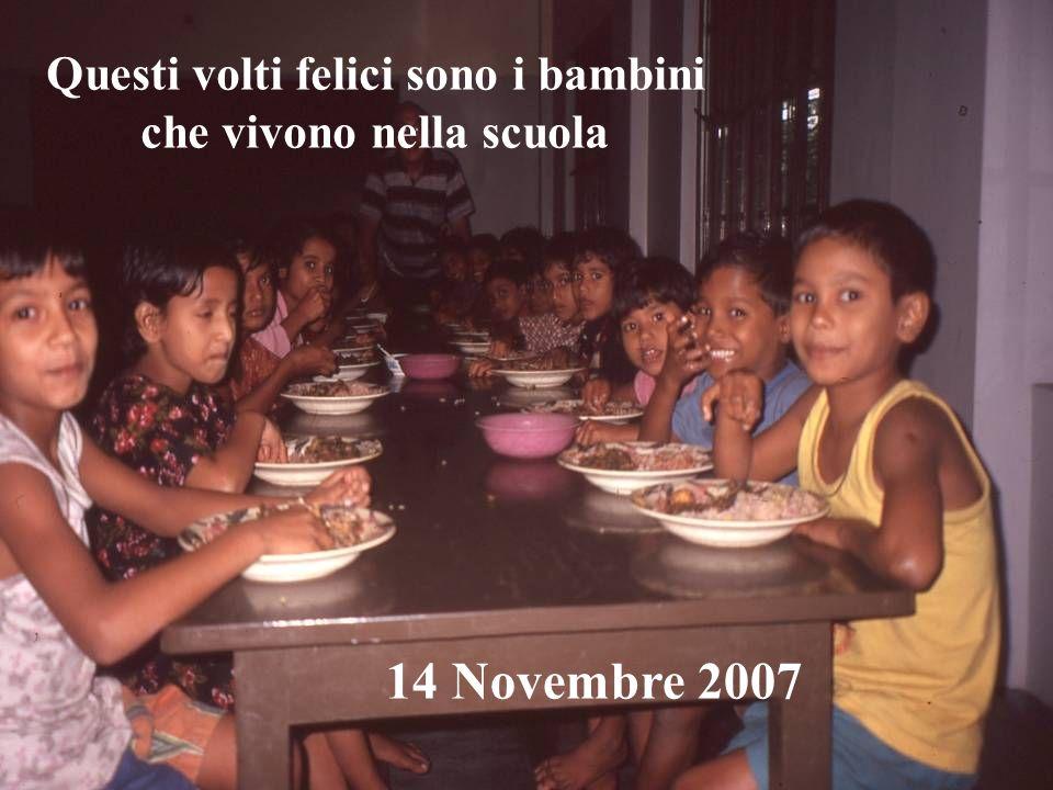 Questi volti felici sono i bambini che vivono nella scuola 14 Novembre 2007