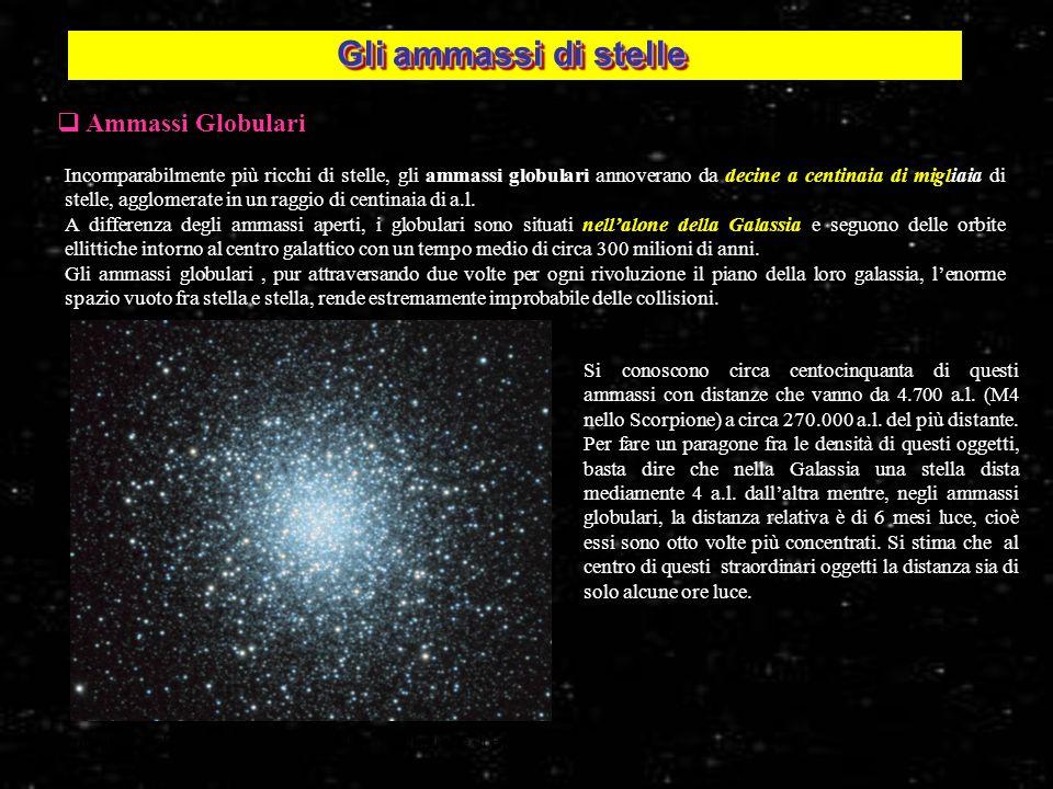 7 Ammassi Globulari Incomparabilmente più ricchi di stelle, gli ammassi globulari annoverano da decine a centinaia di migliaia di stelle, agglomerate