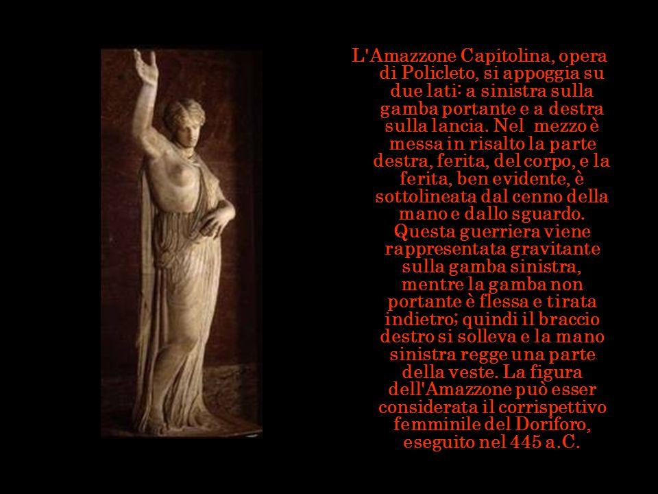 L'Amazzone Capitolina, opera di Policleto, si appoggia su due lati: a sinistra sulla gamba portante e a destra sulla lancia. Nel mezzo è messa in risa