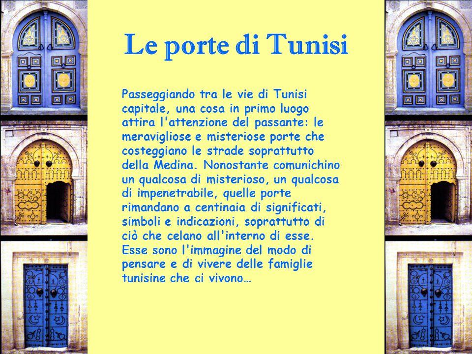 Le porte di Tunisi Passeggiando tra le vie di Tunisi capitale, una cosa in primo luogo attira l'attenzione del passante: le meravigliose e misteriose