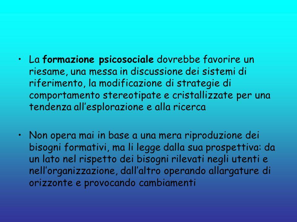 La formazione psicosociale dovrebbe favorire un riesame, una messa in discussione dei sistemi di riferimento, la modificazione di strategie di comport