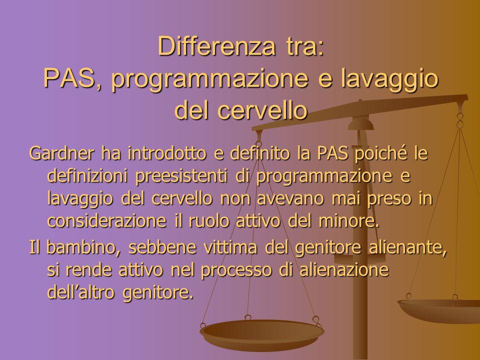 Differenza tra: PAS, programmazione e lavaggio del cervello Gardner ha introdotto e definito la PAS poiché le definizioni preesistenti di programmazione e lavaggio del cervello non avevano mai preso in considerazione il ruolo attivo del minore.