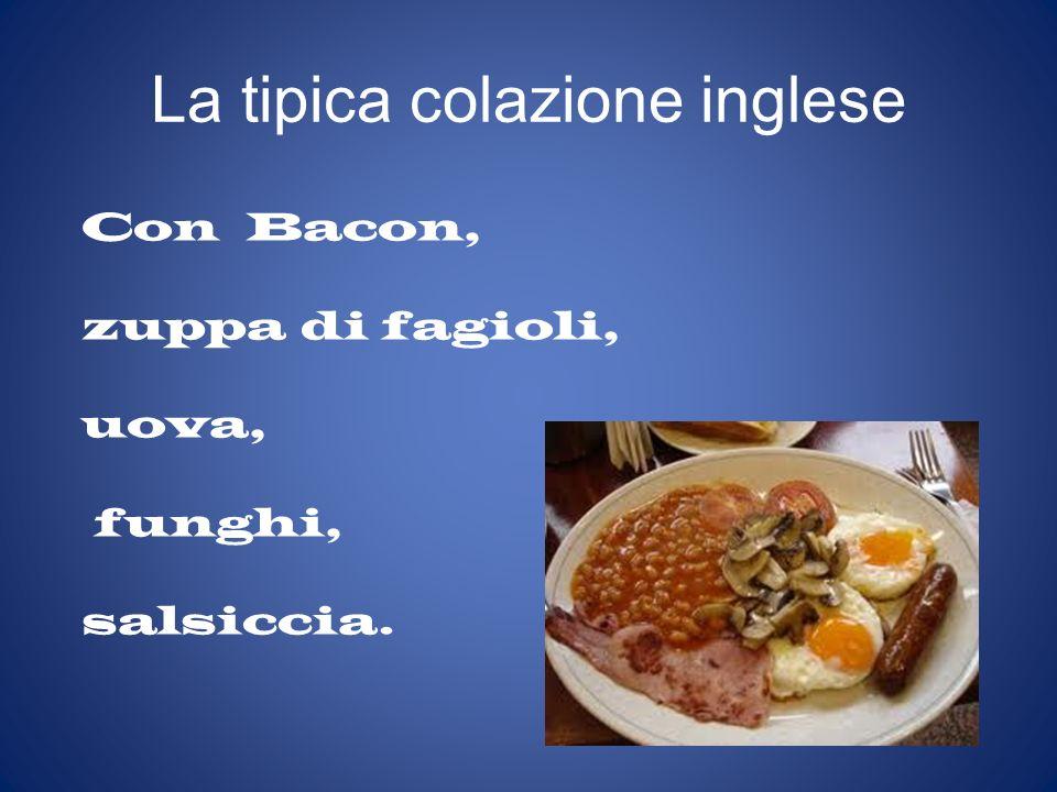 La tipica colazione inglese Con Bacon, zuppa di fagioli, uova, funghi, salsiccia.