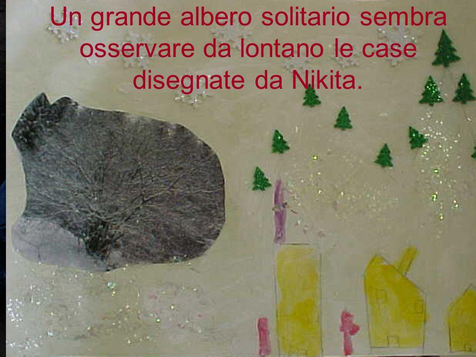 Un grande albero solitario sembra osservare da lontano le case disegnate da Nikita.