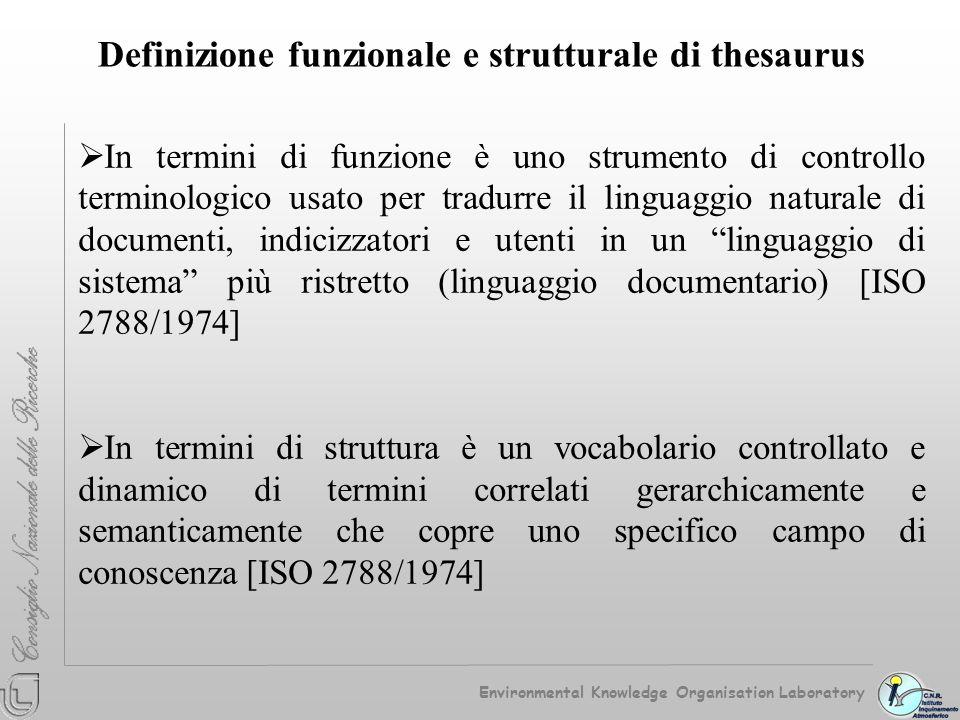 Definizione funzionale e strutturale di thesaurus In termini di funzione è uno strumento di controllo terminologico usato per tradurre il linguaggio n
