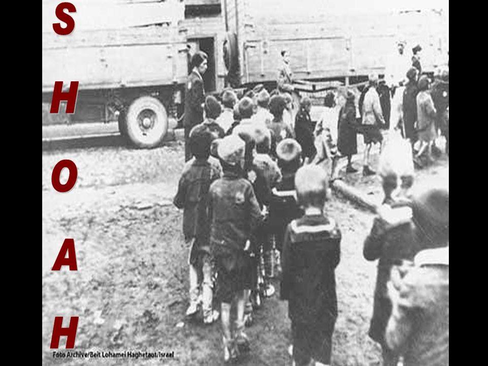 Migliaia di Ebrei, furono privati della nazionalità e del lavoro,costretti a nascondere la loro identità o ad emigrare oppure ad arrangiarsi e adattarsi a svolgere mestieri umilianti per sopravvivere.