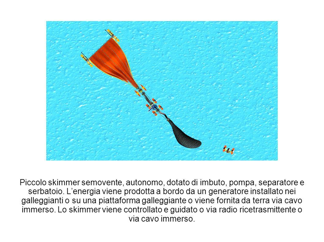 Piccolo skimmer semovente, autonomo, dotato di imbuto, pompa, separatore e serbatoio. Lenergia viene prodotta a bordo da un generatore installato nei