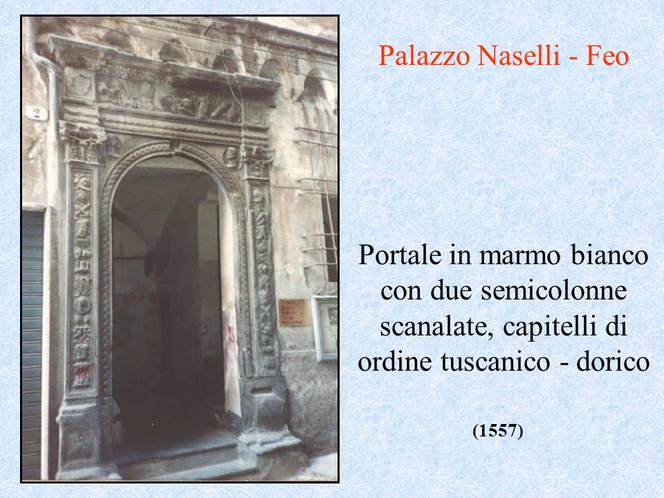 Portale in marmo bianco con due semicolonne scanalate, capitelli di ordine tuscanico - dorico (1557) Palazzo Naselli - Feo