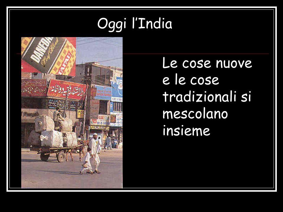 Oggi lIndia Le cose nuove e le cose tradizionali si mescolano insieme