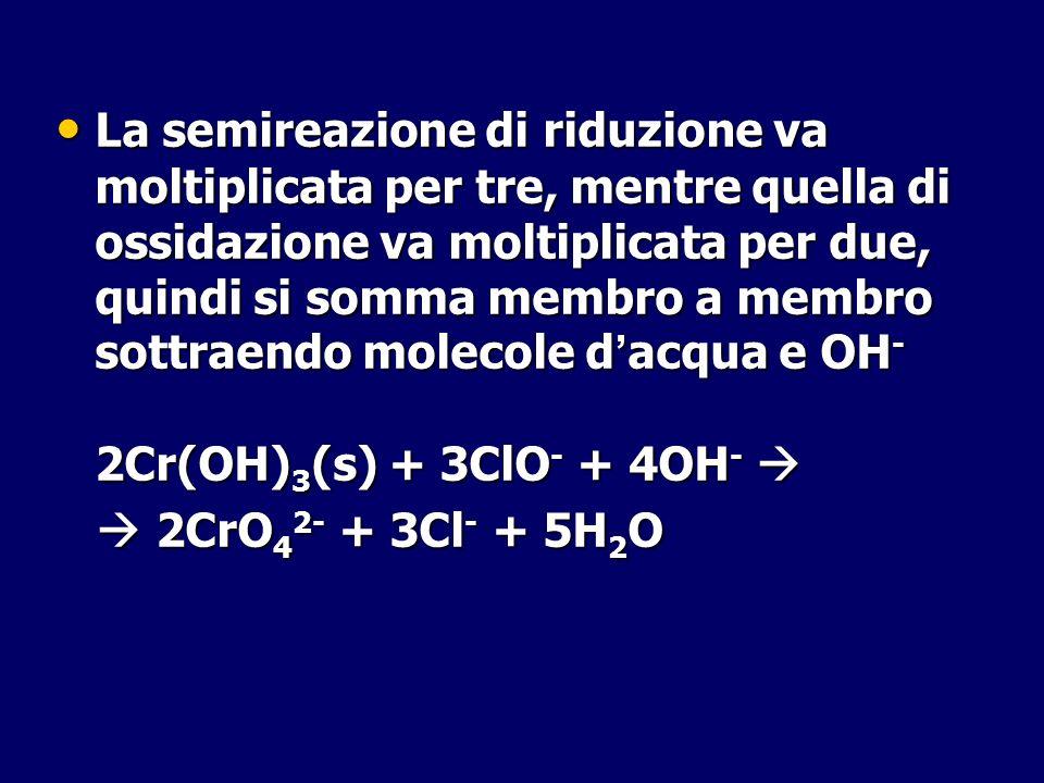 La semireazione di riduzione va moltiplicata per tre, mentre quella di ossidazione va moltiplicata per due, quindi si somma membro a membro sottraendo