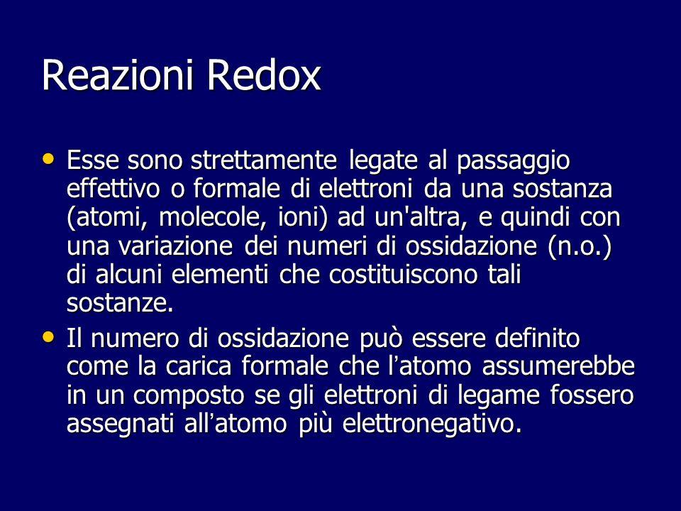 Reazioni Redox Esse sono strettamente legate al passaggio effettivo o formale di elettroni da una sostanza (atomi, molecole, ioni) ad un'altra, e quin