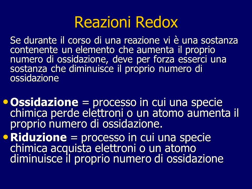Reazioni Redox Se durante il corso di una reazione vi è una sostanza contenente un elemento che aumenta il proprio numero di ossidazione, deve per for
