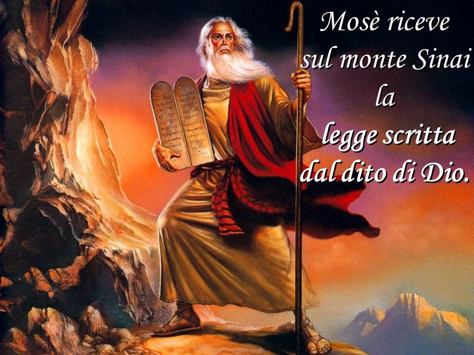 Mosè riceve sul monte Sinai la legge scritta dal dito di Dio. Mosè riceve sul monte Sinai la legge scritta dal dito di Dio.