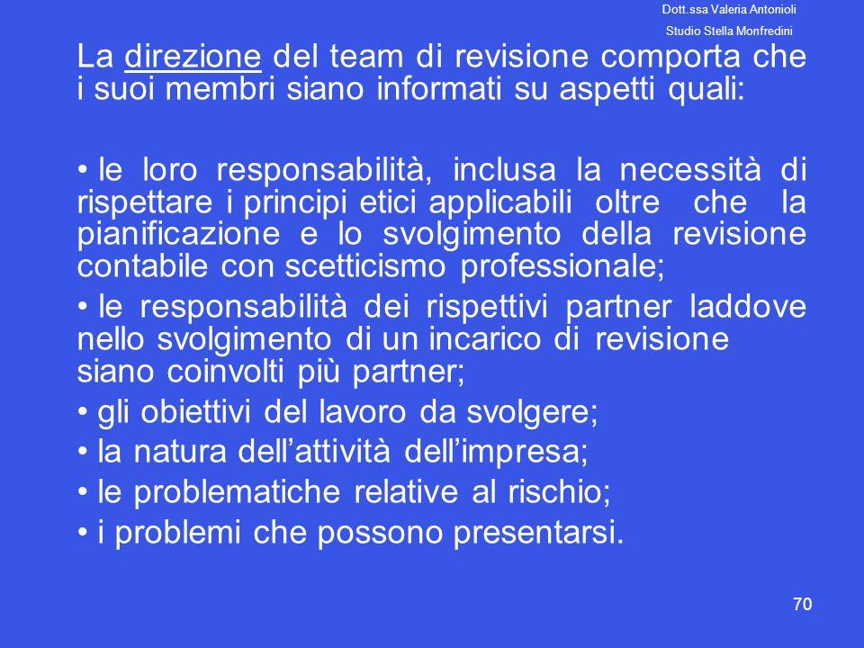 70 La direzione del team di revisione comporta che i suoi membri siano informati su aspetti quali: le loro responsabilità, inclusa la necessità di ris